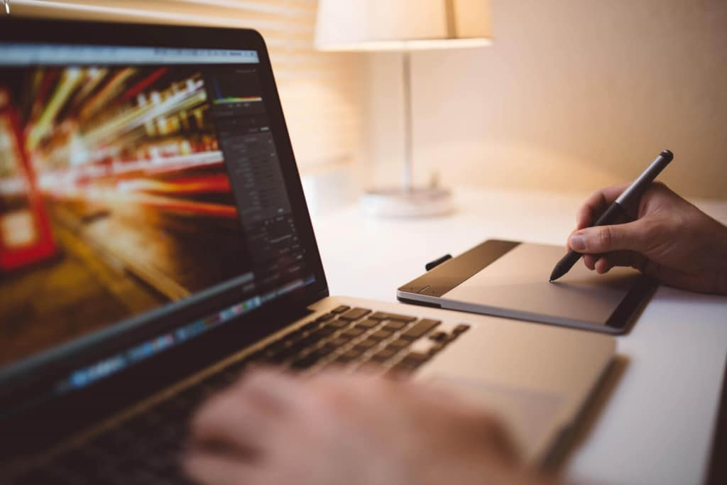 הקמת אתר אינטרנט - לנסות לבד או לשכור שירות בניית אתר מחברה?